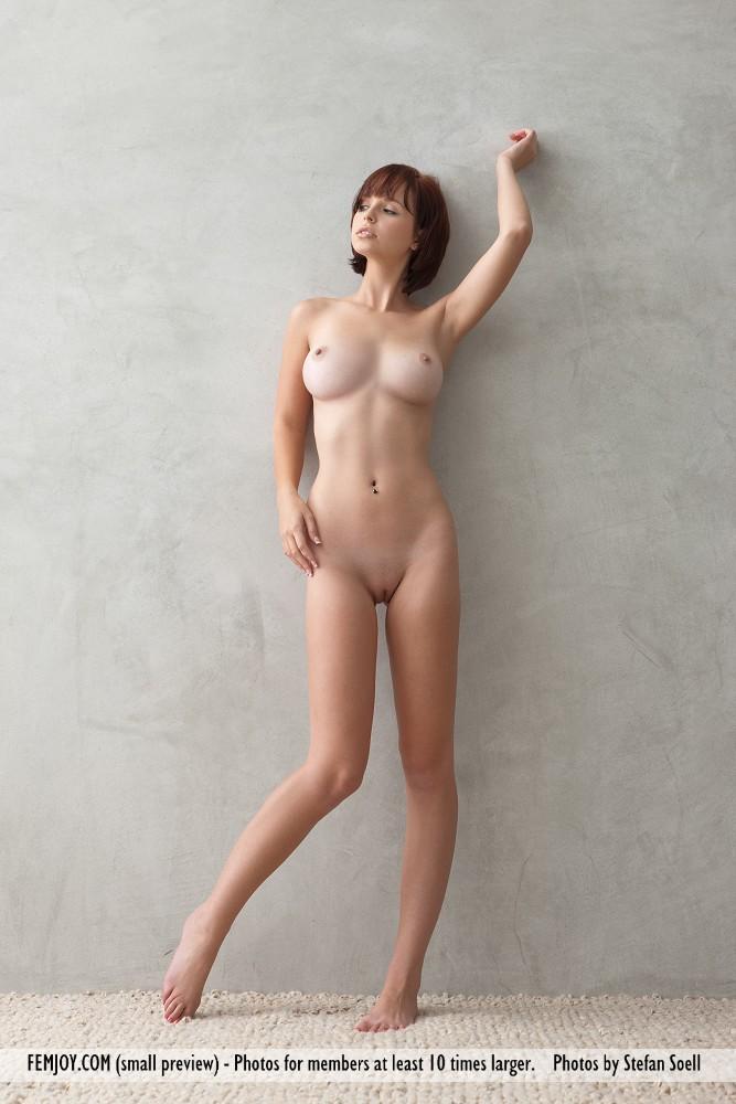 эро фото.миниатюрная девушка.